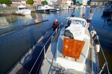 The harbor master moves us to a better spot in Hasselt