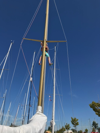 Runa in the mast